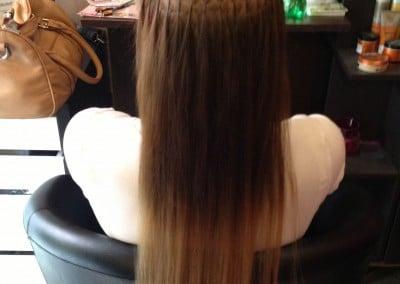 Barbi hajhosszabbítás közben